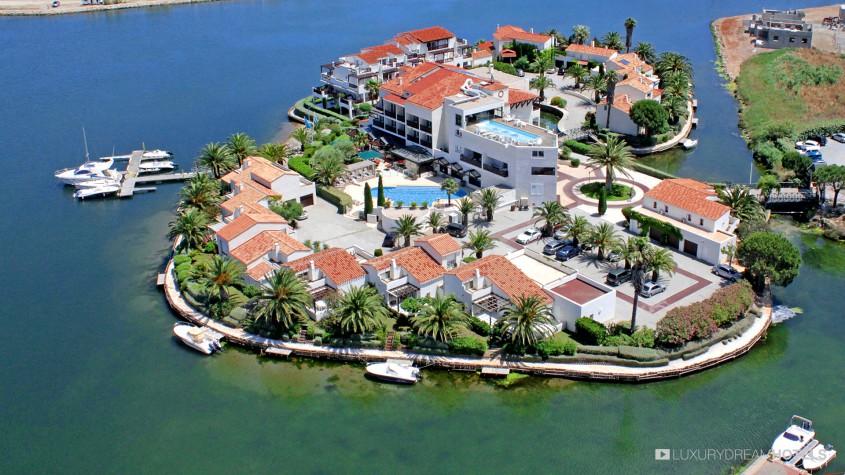 H tel de luxe l 39 ile de la lagune saint cyprien c te d for Hotel en amoureux ile de france